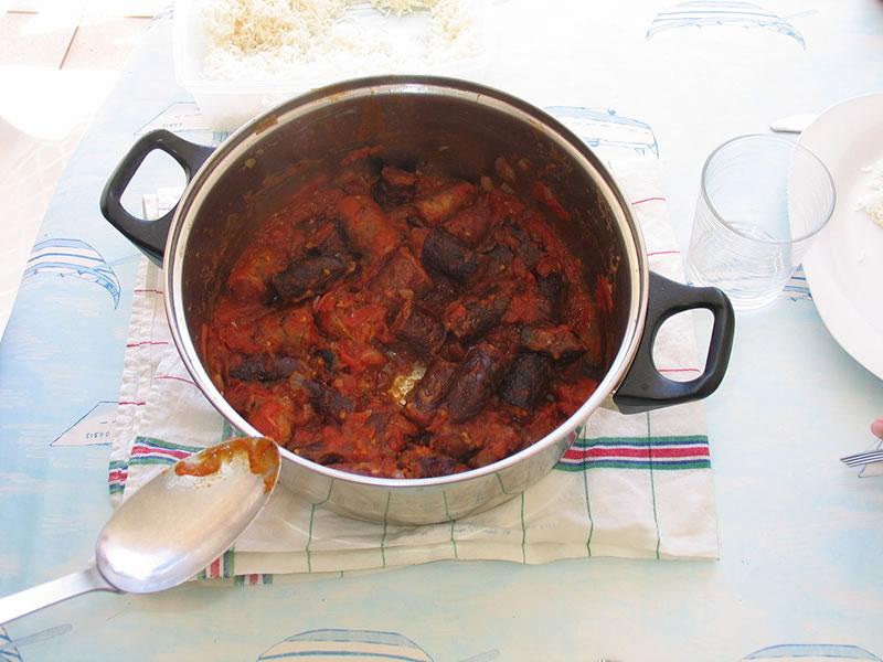 Rougail saucisses, plat créole de la Réunion